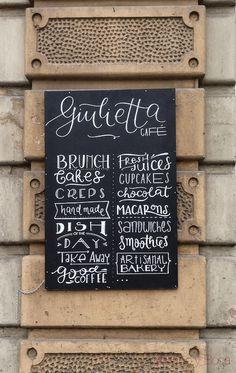 pizarra exterior Giulietta Cafe Baco y Boca