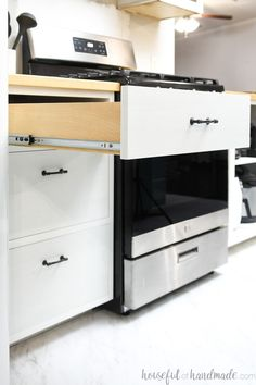 Build your own dream kitchen for a fraction of the cost of by building your own kitchen cabinets. Learn everything you need to know about how to build drawer base cabinets to get you started. Housefulofhandmade.com #KitchenCabinets #Drawers #DIYDrawers Types Of Cabinets, Built In Cabinets, Base Cabinets, Kitchen Cabinets, Kitchen Renovation Inspiration, Kitchen Inspiration, Face Frame Cabinets, Cabinet Plans, Diy Kitchen Remodel