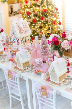 gingerbread party decorations, food, ideas & games for kids Momooze, Candy Land Christmas, Christmas Birthday Party, Pink Christmas, Christmas Holidays, Christmas Decorations, Gingerbread Birthday Party, House Party Decorations, Christmas Mantles, Italian Christmas