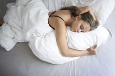 Femmes ou hommes – qui dort le mieux ? Conseils et astuces pour une bonne nuit de sommeil