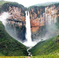 Cachoeira do Tabuleiro, situada na serra do Espinhaço, no município de Conceição do Mato Dentro, MG.