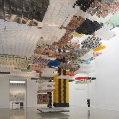 JACOB HASHIMOTO Skyfarm Fortress: large-scale, site-specific installation of 30,000 paper kites