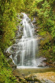 Cachoeira Véu de Noiva, atração principal de Visconde de Mauá. Saiba mais >>> http://www.guiaviagensbrasil.com/blog/tres-dias-em-visconde-de-maua/