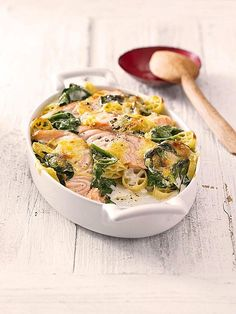 Nudelauflauf mit Spinat und Lachs, ein schönes Rezept aus der Kategorie Käse. Bewertungen: 390. Durchschnitt: Ø 4,3.