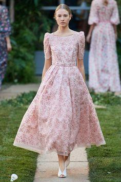 Luisa Beccaria Spring 2020 Ready-to-Wear Fashion Show - Vogue Only Fashion, Fashion Week, Fashion 2020, Runway Fashion, Spring Fashion, Fashion Show, Autumn Fashion, Fashion Outfits, Fashion Design