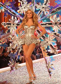 ef3d4cd0 Heidi Klum's snowflake outfit looked larger than life in the 2007 Victoria's  Secret fashion show.