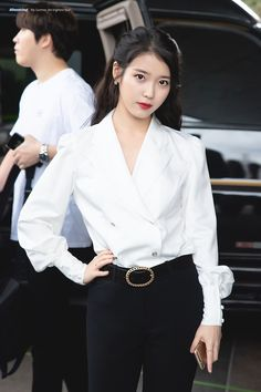 IU - Kpop singer, songwriters and actress. Luna Fashion, K Fashion, Fashion Looks, Fashion Outfits, Korean Street Fashion, Blackpink Airport Fashion, Korean Celebrities, Celebs, Moda Kpop