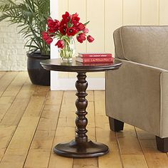 Round Raja Pedestal Table