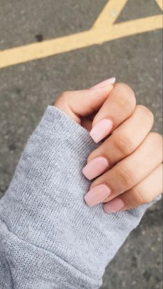 Semi-permanent varnish, false nails, patches: which manicure to choose? - My Nails Acrylic Nails Natural, Summer Acrylic Nails, Best Acrylic Nails, Summer Nails, Light Pink Acrylic Nails, Simple Acrylic Nails, Square Acrylic Nails, Square Nails, Neutral Nails