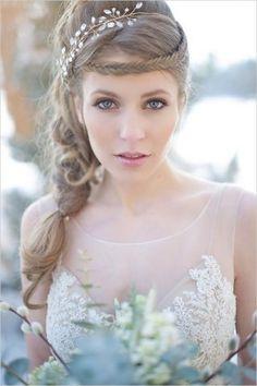 Accessori per capelli da sposa  le idee più eleganti e chic per essere  perfetta! 7ef976315e6b