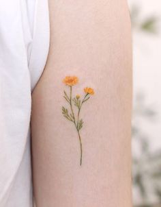 meaningful tattoos Flowers are popular tattoo designs for women. There are so many different types of flowers to choose from an endless range of colors. If your tattoos are too ligh Little Tattoo For Girls, Tiny Tattoos For Girls, Arm Tattoos For Women, Tattoo Girls, Small Tattoos, Tattoo Women, Cool Little Tattoos, Small Flower Tattoos For Women, Trendy Tattoos