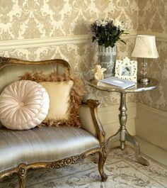 Home Design and Decor , Gorgeous Rich Damask Wallpaper : Living Room With Victorian Chair And End Table And Damask Wallpaper With Chair Rail Classic Living Room, Chic Living Room, Home Living, Living Room Decor, Living Rooms, Damask Wallpaper Living Room, Home Wallpaper, Classic Wallpaper, Metallic Wallpaper