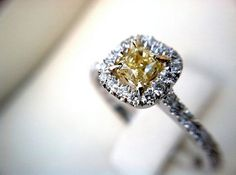 Wedding Tips & Tricks: How to choose the perfect engagement ring - Wedding Party | Wedding Party