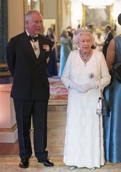 Queen Elizabeth II Photos - Queen Elizabeth II and Prince Charles, Prince of Wales in the Blue Drawing Room at The Queen's Dinner during the Commonwealth Heads of Government Meeting (CHOGM) at Buckingham Palace on April 19, 2018 in London, England. - CHOGM London 2018 - Day 4