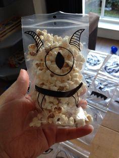Traktatie idee: monster in zakjes (popcorn)