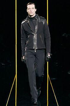 Versace Fall 2005 Menswear Fashion Show Donatella Versace, Gianni Versace, Fashion Show, Mens Fashion, Fashion Design, House Of Versace, Sean O'pry, Bianca Balti, Doutzen Kroes