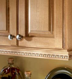 Molding And Accent Details Inset Light Rail And Egg And Dart Edge Kraftmaid Cabinet Moldingcabinet Trimkitchen