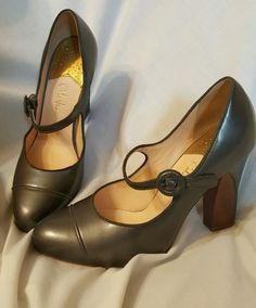 "gorgeous!  look unworn<br/><br/>Super beautiful condition Cole Haan Dayla heels size 8.5 B. Dark gun metal gray patent leather, mary jane strap. $295.00 retail. Fabulous price for the condition. Feminine pump in rich patent leather, with a fully padded, leather-wrapped insole and a stacked, patent-wrapped heel. Hidden platform has concealed Nike Air® cushioning. Adjustable buckle closure. Approx. heel height: 4"" with 1&#x2f..."