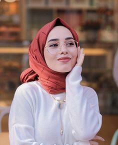 Image may contain: 1 person Tesettür Tunik Modelleri 2020 Stylish Hijab, Modest Fashion Hijab, Casual Hijab Outfit, Hijab Chic, Muslim Fashion, Women's Fashion, New Hijab Style, Hijab Turban Style, Beautiful Muslim Women