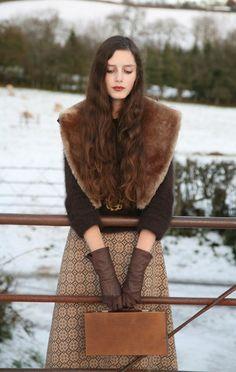 long print skirt,gloves, fur cape