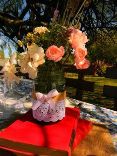 flowers centrepiece https://www.facebook.com/LaEmbajadaEventos