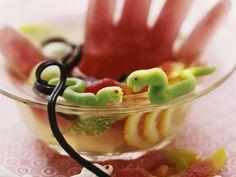 Halloween-Bowle mit Marzipanschlangen - Zeit: 1 Std.    eatsmarter.de Halloween Buffet, Halloween Party, Marzipan, Halloween Fotos, Party Buffet, Eat Smarter, Panna Cotta, Pudding, Ethnic Recipes
