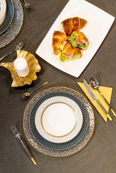 Acordă atenție fiecărui detaliu, dar în special decorarii mesei! Table Settings, Plates, Tableware, Kitchen, Licence Plates, Dishes, Dinnerware, Cooking, Griddles