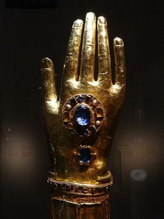 Reliquary of the arm of Saint Blaise - Dubrovnik treasure, Croatia, Musee de Cluny; I was there this April. Religious Images, Religious Art, Saint Blaise, Catholic Relics, Hand Sculpture, Ancient Jewelry, Ancient Artifacts, Kirchen, Sacred Heart