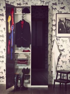 My new tack room really needs this wallpaper!   ...........click here to find out more     http://googydog.com