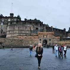 Have you been to Edinburgh? I haven't been for a few years now but loved it when I visited back in 2013 for Hogmanay #edinburgh #edinburghcastle #edinburghfestival www.sophiessuitcase.com