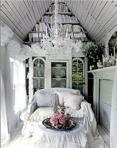 Tiny Shabby Cottage - Living room
