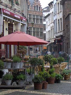 ANTWERPEN Streetside cafe in Antwerp, Flanders, Belgium in the back the house where Albrecht Dürer stayed