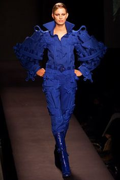Viktor & Rolf Fall 2002 Ready-to-Wear Collection - Vogue