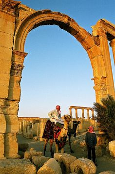 Arches at Palmyra, Syria, ancient Roman ruins, century camel going through. Roman Architecture, Ancient Architecture, Ancient Ruins, Ancient Rome, Palmyra Syria, Pillars Of Hercules, Temple Ruins, Beautiful Sites, Wanderlust Travel