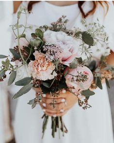 A soft pastel bouquet palette ? Wouldn't this be beautiful for a bridesmaids palette too? / A soft pastel bouquet palette ? Wouldn't this be beautiful for a bridesmaids palette too? Boquette Wedding, Diy Wedding Bouquet, Diy Bouquet, Diy Wedding Flowers, Bridal Flowers, Floral Wedding, Carnation Wedding Bouquet, Summer Wedding, Gypsophila Bouquet