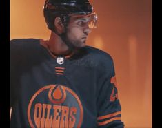 Oilers News! Edmonton Oilers officially announce third jerseys Edmonton Oilers, Toronto Girls, Hockey Players, How To Look Pretty, Everyday Fashion, Nhl, Fashion Brand, Fashion Forward, Polo Ralph Lauren