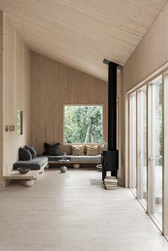 Natural wood panels on the walls and ceiling is part of Contemporary cabin - Walls with wooden panels, ceilings with wooden panels, natural wood wall cover, contemporary cabin design, minimalistic cabin design Cabin Interiors, Wood Interiors, Cabin Design, Wood Design, Nordic Design, Wooden Ceiling Design, Wood Interior Walls, Plywood Interior, Plywood Walls