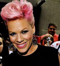 """Pink a Harry Styles: """"¿Te gustan las mujeres mayores? ¡Yo califico!"""" - impre.com"""
