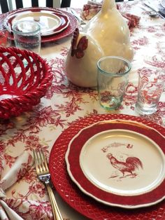 Love the jelly jar drinking glasses and the tablecloth - adorable.