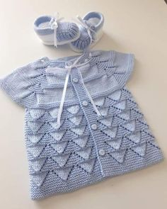 Crochet Baby Jacket, Crochet Baby Sweaters, Knit Baby Dress, Knitted Baby Clothes, Baby Knitting, Knit Jacket, Baby Cardigan, Cardigan Bebe, Baby Sweater Patterns