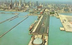 POSTCARD - CHICAGO - CHICAGO RIVER ENTRANCE AND NAVY PIER - AERIAL SKYLINE BACKGROUND - 1960s