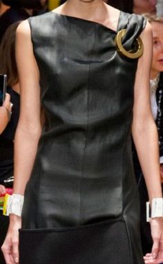 A Lou Lou kind of life — Celine spring 2014 RTW fashion week, Details and. I Love Fashion, Fashion Details, Passion For Fashion, Womens Fashion, Fashion Design, Fashion Trends, Looks Party, Looks Style, My Style