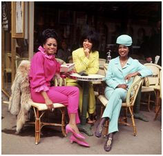 The 60s Bazaar - The Supremes photographed at a Paris cafe