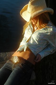 Sexy Cowgirl Photo: Blonde in straw hat. This Photo was uploaded by jfinnchik Cowgirl Chic, Style Cowgirl, Cowgirl Sexy, Cowgirl Mode, Cowboy And Cowgirl, Cowboy Hats, Sexy Cowgirl Outfits, Cowgirl Clothing, Western Chic