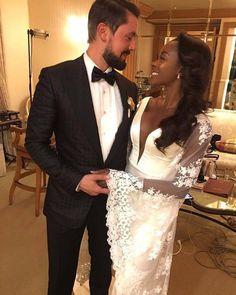 #MunaluchiBridalMagazine ..... Look at the sleeves on this classy custom @yemikosibah gown! So beautiful and congrats to the couple!! #customisthewaytogo #customgown #weddinggown #munaluchibride
