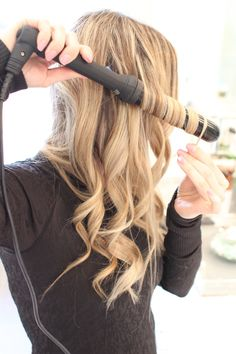 How to Curl your Hair with a Wand//curls//wet brush//curling wand//hair tutorial//curlsandcashmere. Curling Thick Hair, Hair Curling Tips, Curling Hair With Wand, Curling Wands, Curls With Wand, Hair Curling Tutorial, Curling Wand Styles, Curling Wand Hairstyles, How To Curl Hair With Curling Iron