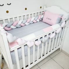 Baby Cot Bumper, Baby Cribs, Baby Crib Bedding, Baby Nursery Diy, Baby Bedroom, Baby Gaga, Pink Bedroom For Girls, Pillow Inspiration, Baby Pillows