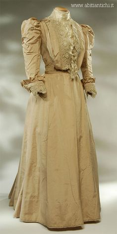 """Two-piece dress (bodice and skirt) in beige silk faille. The bodice is closed on the front, in the center, with 16 hooks and stiffened in front by 3 battens. Waist around 65 cm approx. Inside there is the label """"Eva Casali sarta Tolentino"""". Edwardian Gowns, Edwardian Clothing, Antique Clothing, 1900s Fashion, Edwardian Fashion, Vintage Fashion, Vintage Gowns, Vintage Outfits, Sunday Clothes"""