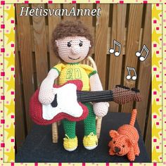 Dirk Scheele: de populairste kinderpopster van Nederland  Amigurumi  Dirk Scheele is a Dutch guitarist, singer, songwriter and actor that makes music for children.