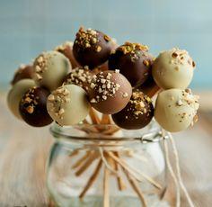 Trufle czekoladowo-malinowe na patyczkach #lidl #przepis #cukiernik #trufle #czekolada #maliny